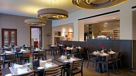 HOF 18 Restaurant - Restaurants