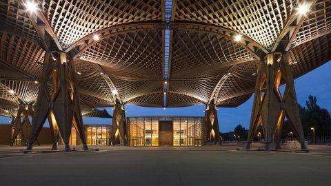 EXPO-Holzdach - Über 1000 Personen