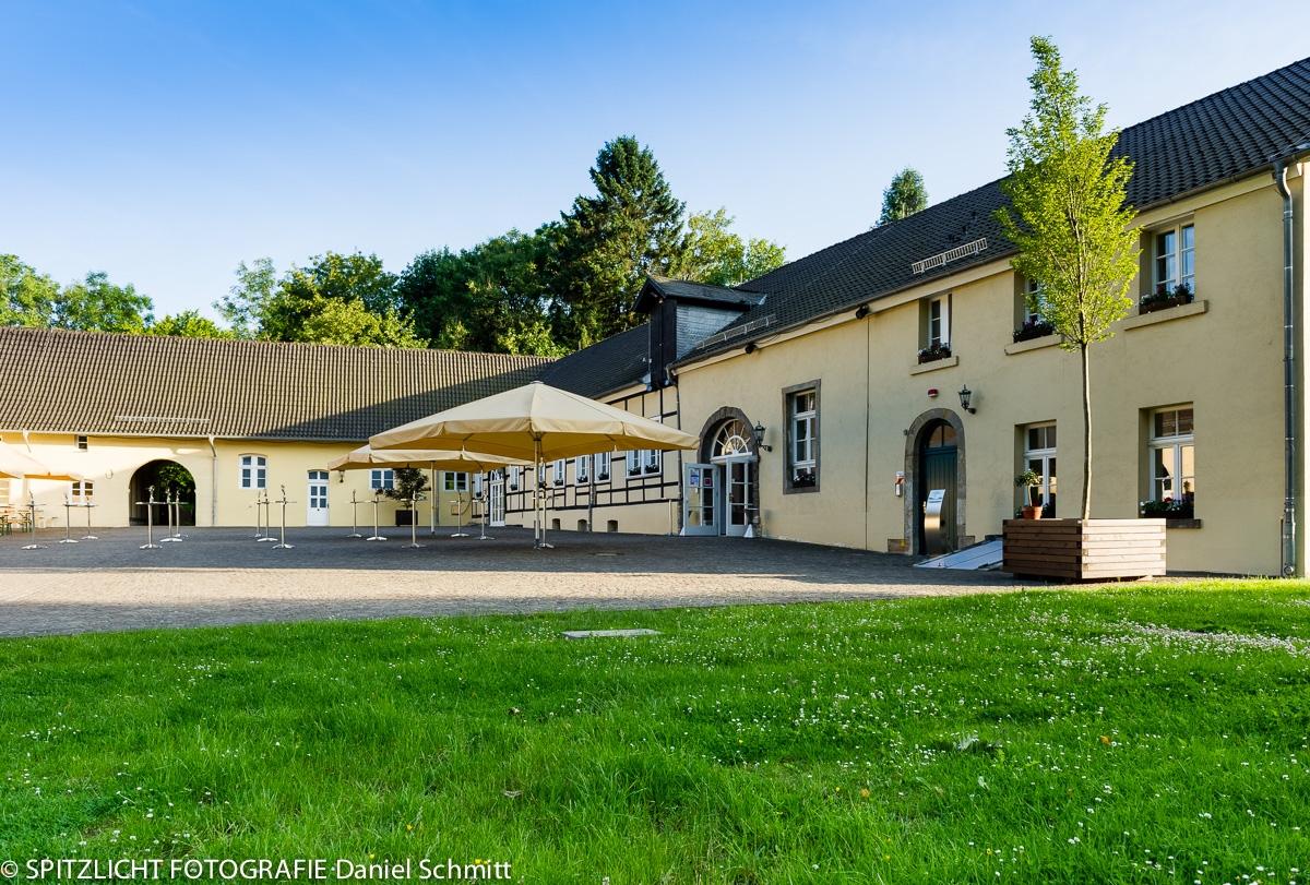 Vorburg Schloss Hardenberg Hochzeitslocation Fiylo